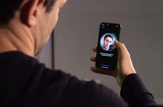 Журналисты всеми способами пытались разблокировать iPhone X / Скриншот