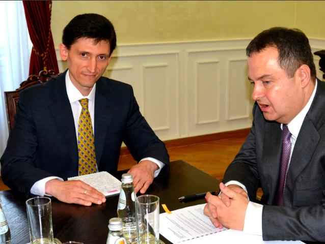 Посол Украины в Сербии Александр Александрович (слева) и министр иностранных дел Сербии Ивица Дачич в июле 2015 г / фото mfa.gov.rs