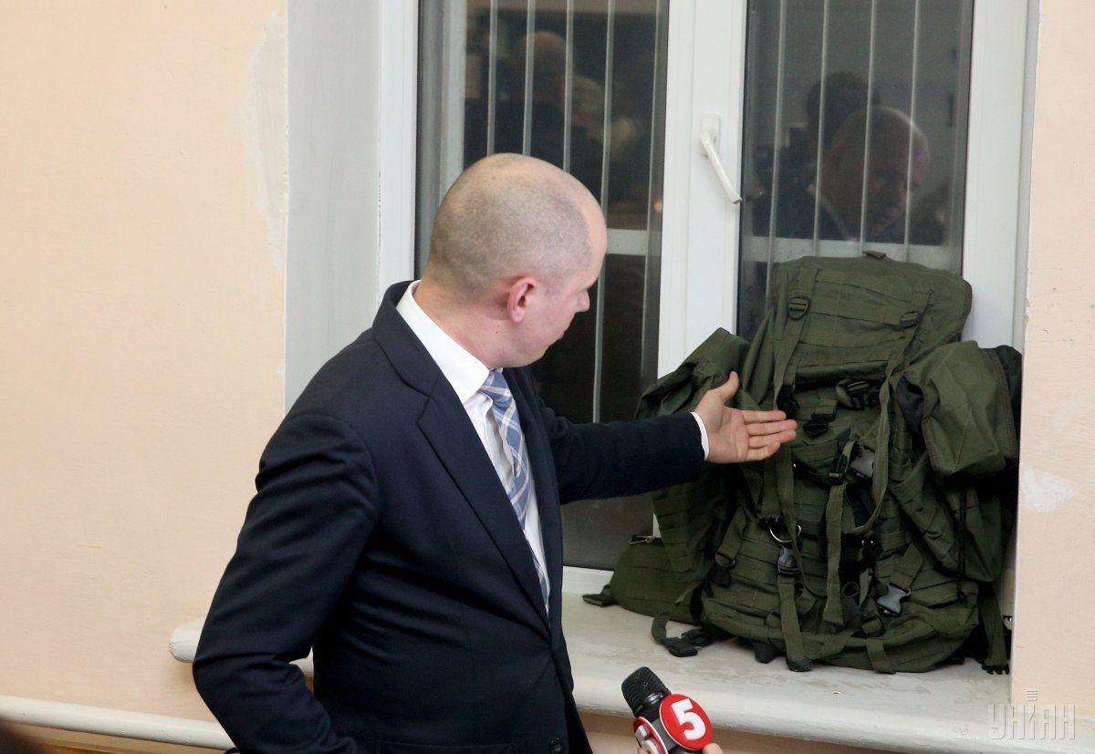 НАБУ про обшуки усправі про закупівлю МВС рюкзаків: затримали трьох людей