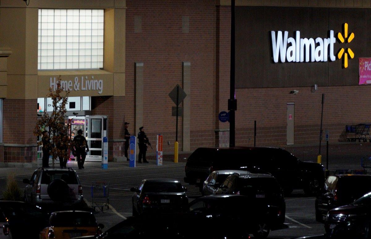 В центре Walmart устроили стрельбу / Иллюстрация REUTERS