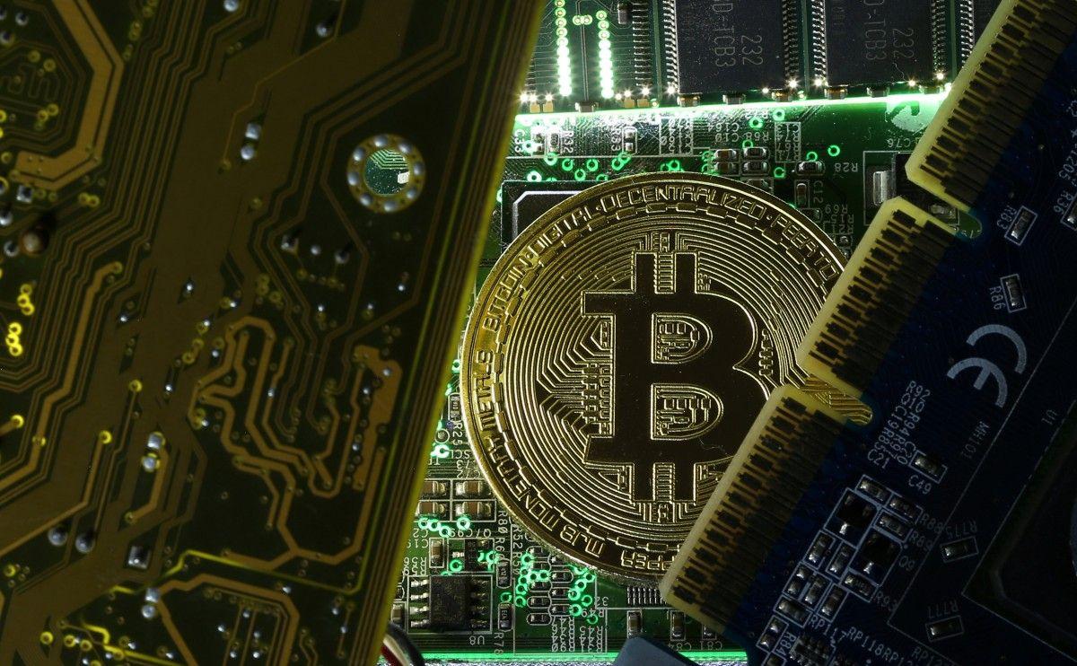 """Вартість біткойна перевищила $38 тисячза """"монету"""" / REUTERS"""