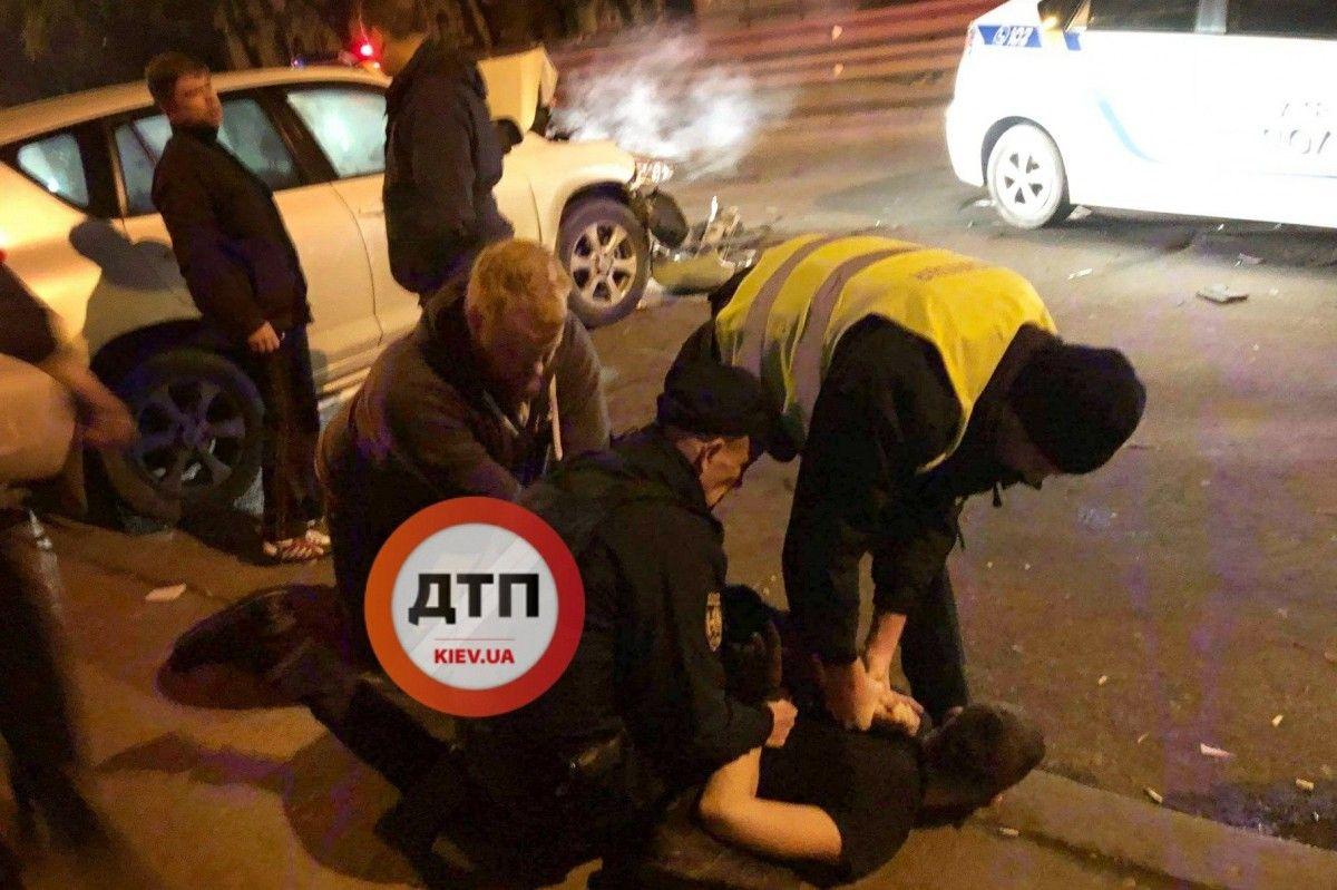 Парень с друзьями пытался скрыться от полиции / facebook.com/dtp.kiev.ua