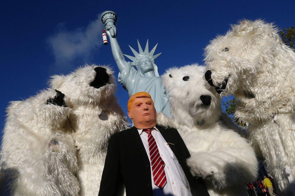 Екоактивісти висловили протест рішення Трампа вийти з Паризької кліматичної угоди / фото REUTERS