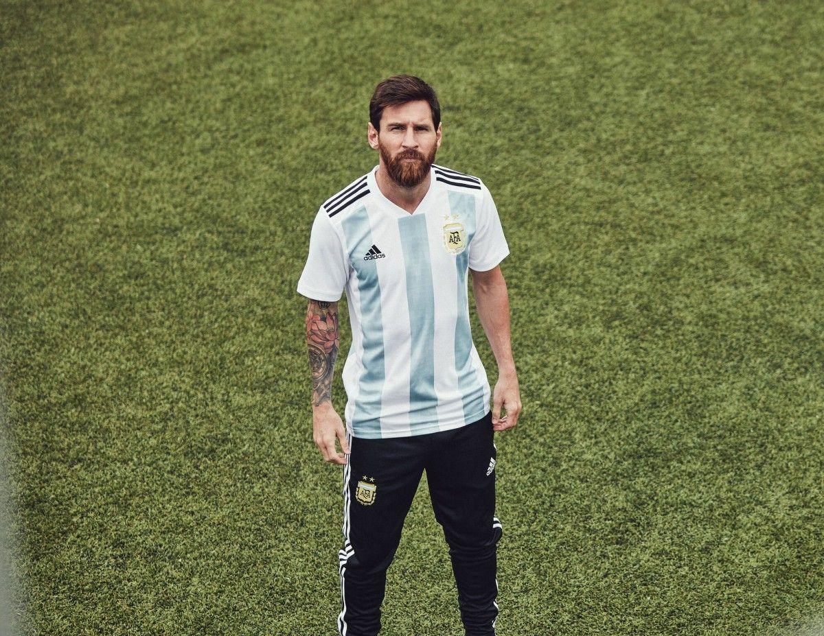 Месси представил новую форму сборной Аргентины / twitter.com/argentina