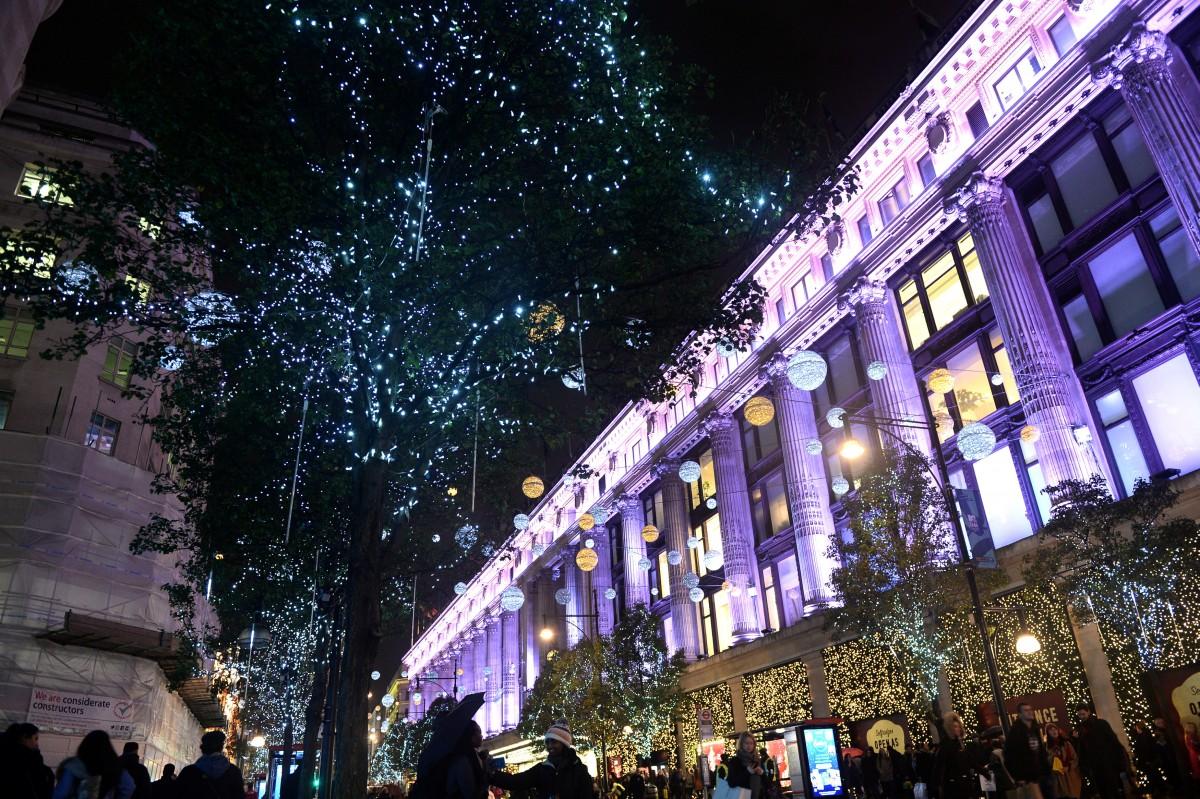 Рождественские огни в Лондоне / REUTERS