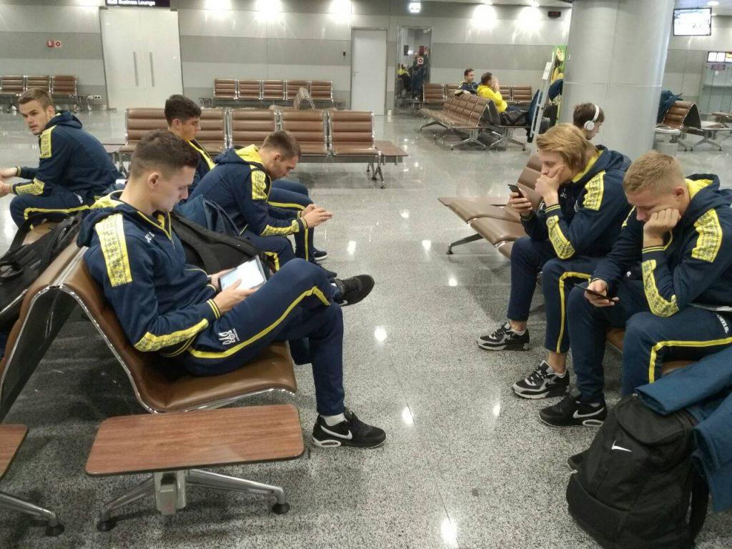 Игроки сборной Украины отправились во Львов на матч со словаками  / zbirna.com