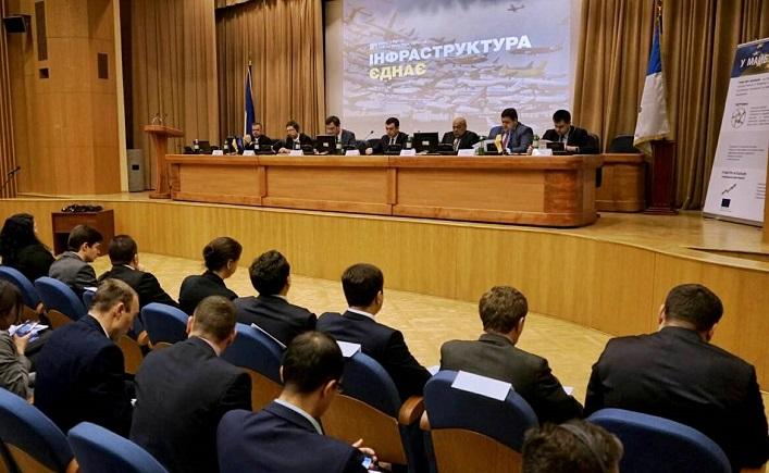 У Мінінфраструктури відбувся круглий стіл з питань реалізації інфраструктурних проектів / фото oda.zt.gov.ua