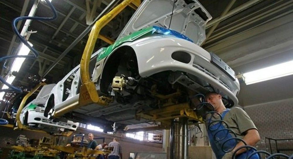 Производство автотранспорта в Украинесократилось на 41% / REUTERS