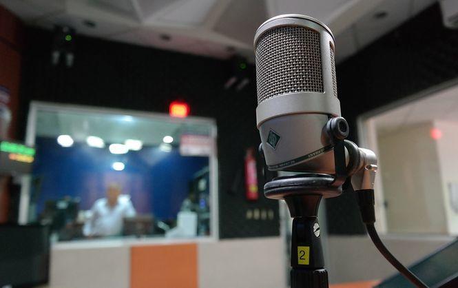Правозащитники заявляют, что на севере Крыма Россия «глушит» украинское радио / фото pixabay / smorazanm