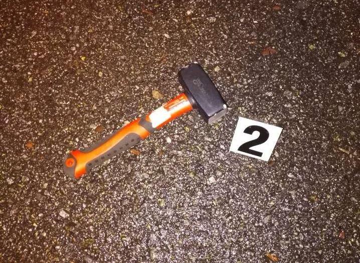 Нападник вирішив використати молоток / фото Відділ комунікаціі поліціі Києва