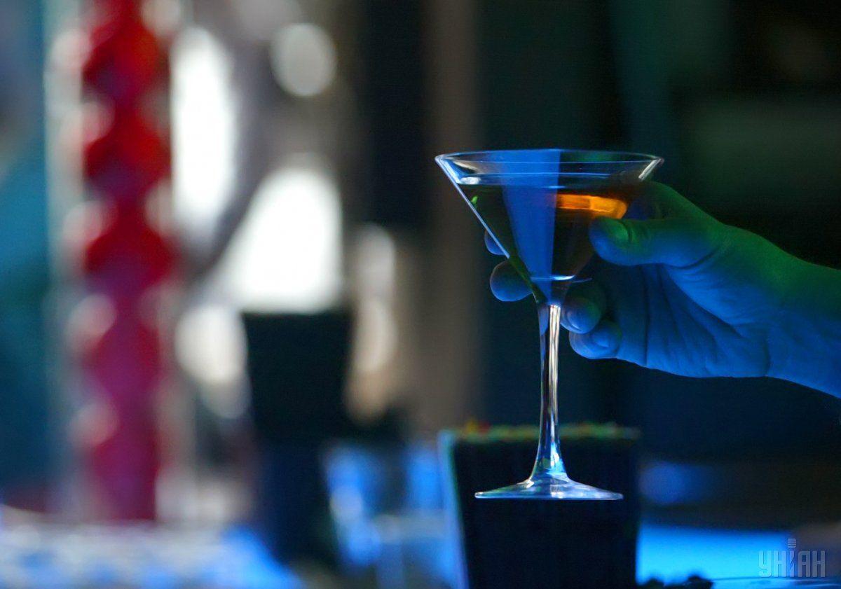 Ученые считают, что употребление алкоголя не приносит никакой пользы организму / фото УНИАН