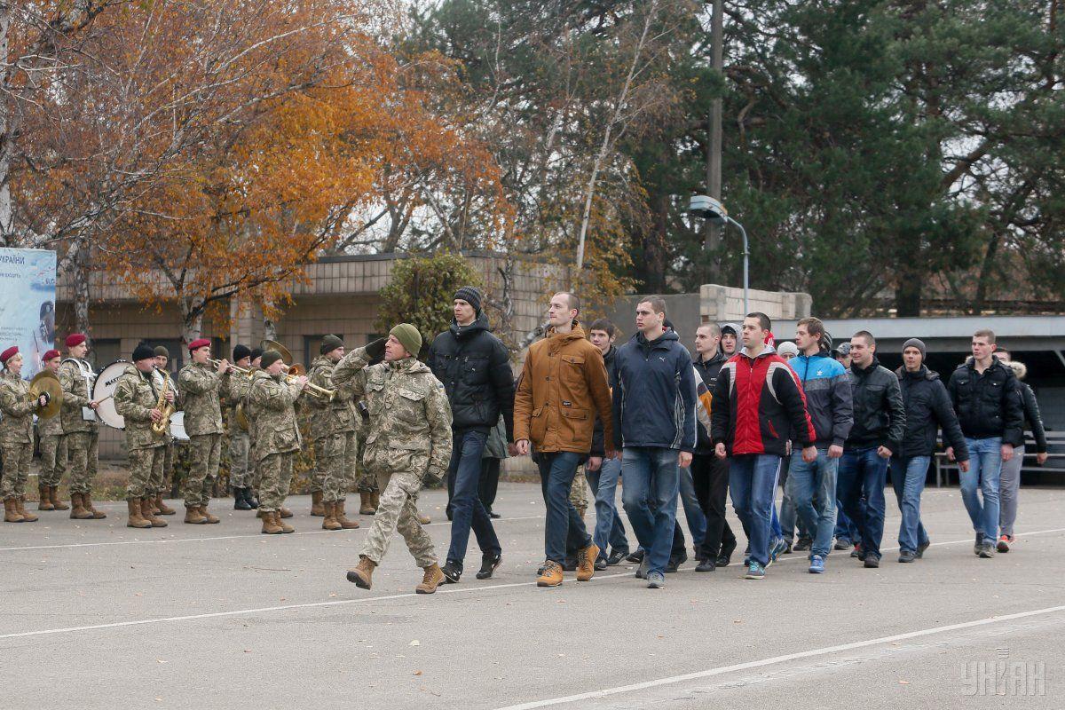 В Україні стартував осінній призов / фото УНІАН