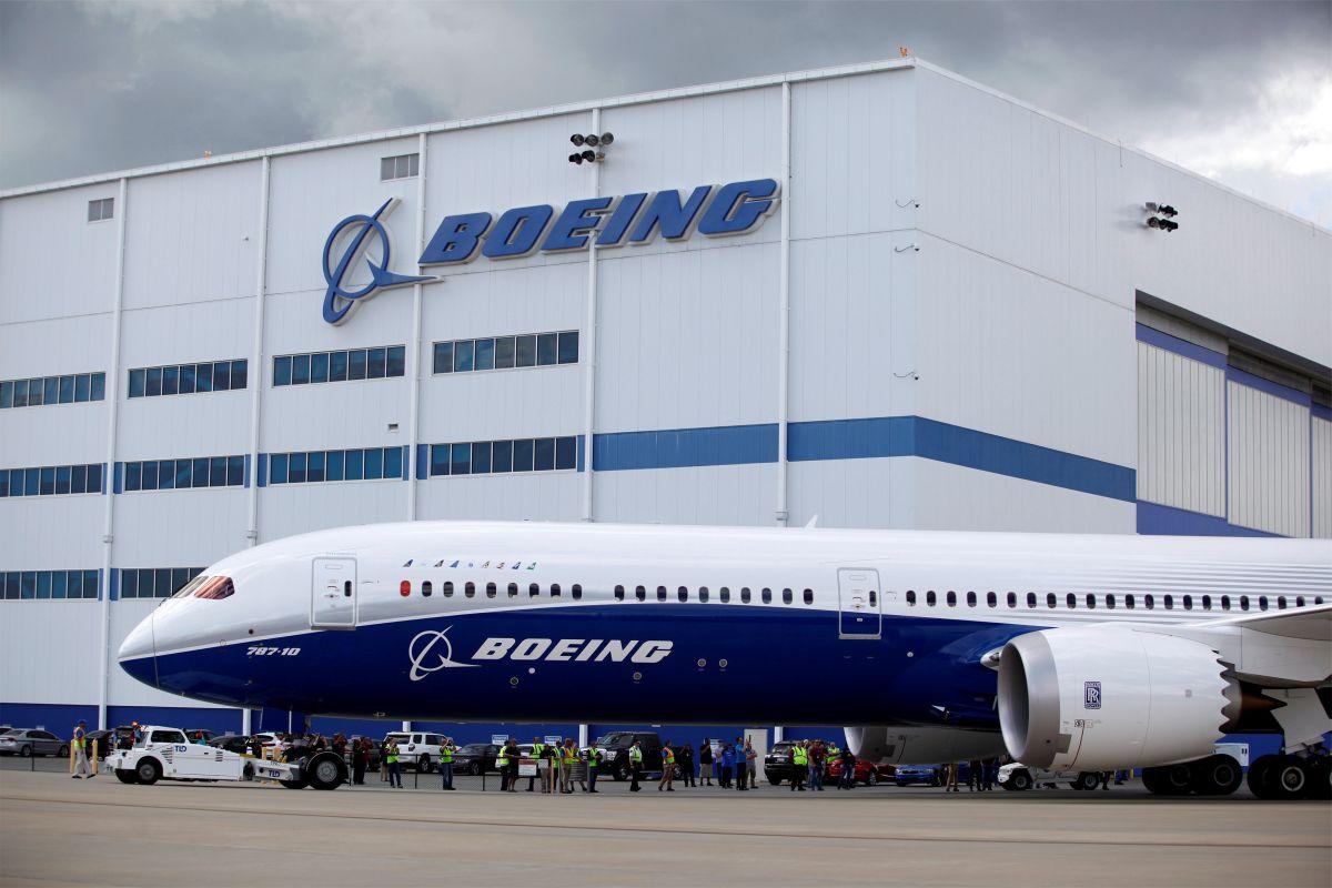 Boeing 787-10 Dreamliner / REUTERS