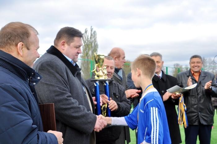 Облаштування футбольних майданчиків анонсував голова ОДА Ігор Гундич / фото oda.zt.gov.ua