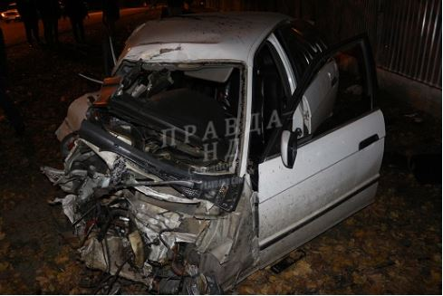 Свидетели помогли вытащить водителя из искореженного авто / фото pravdand.com