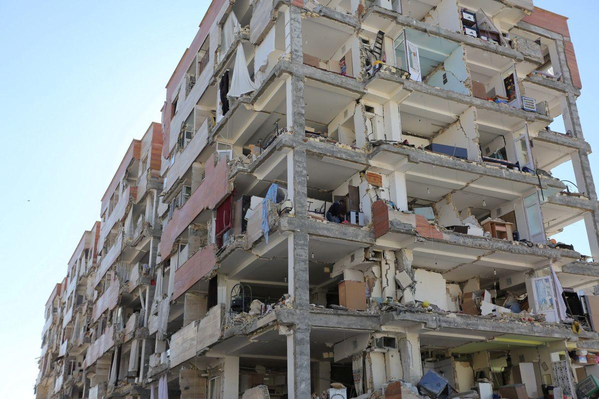 Наслідки землетрусу в Ірані / REUTERS