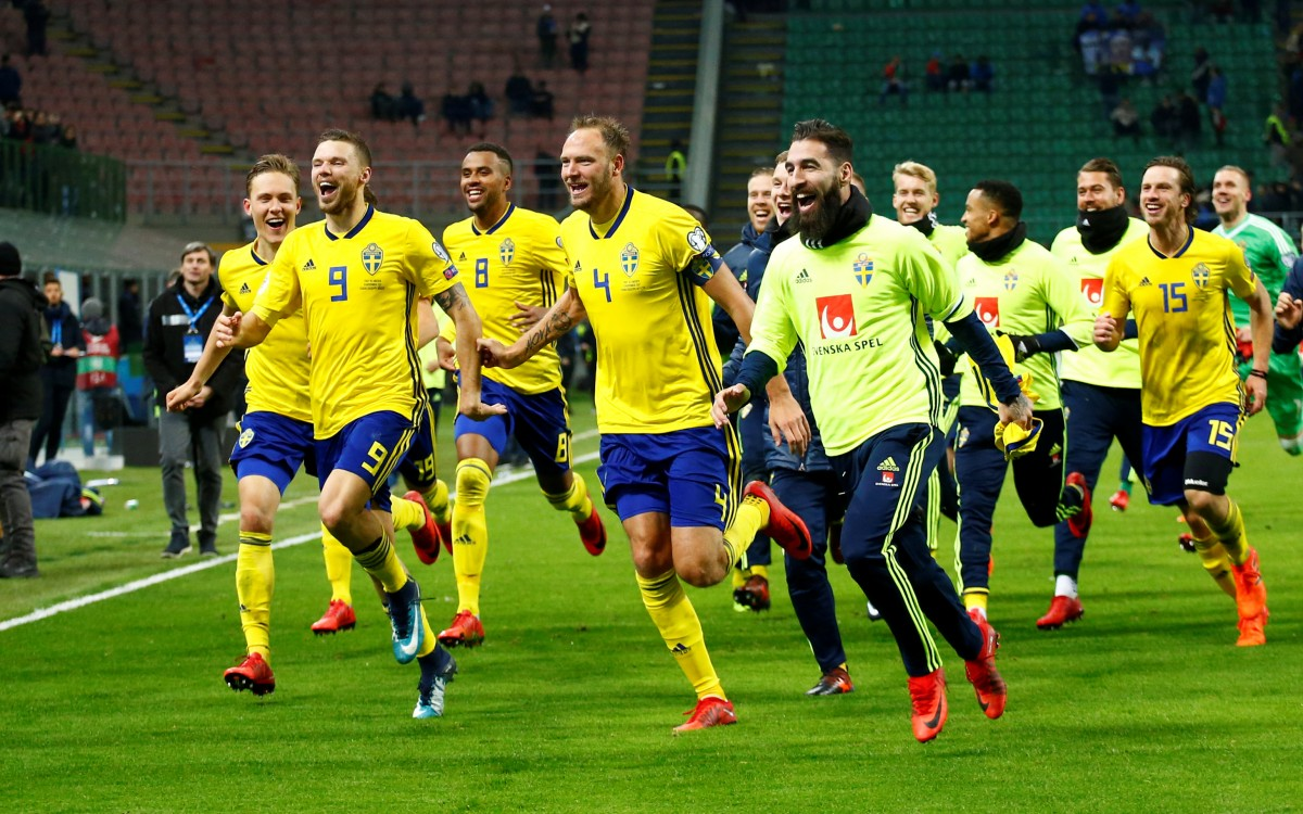 Збірна Швеції бурхливо раділа виходу на чемпиионат світу / Reuters