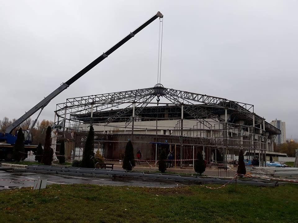 Демонтаж будівлі почався вранці у вівторок / facebook.com/oleg.sinelnikov.73