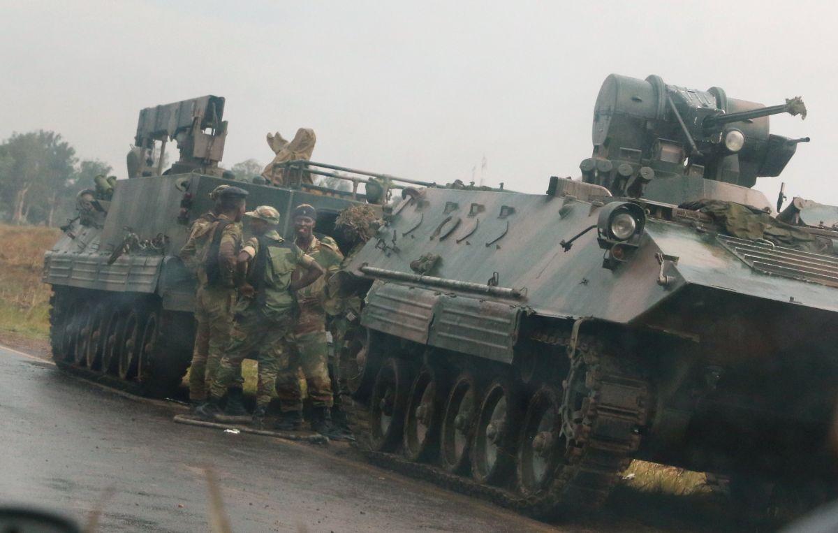 Солдати армії Зімбабве при в'їзді в столицю / REUTERS