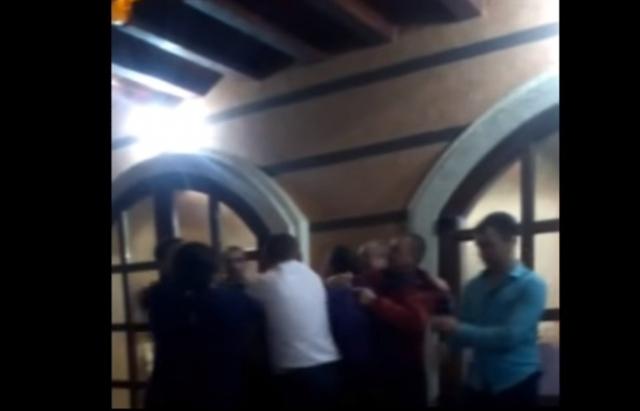 На Закарпатті два депутати влаштували п'яну бійку у кафе, погрожували зброєю - ЗМІ