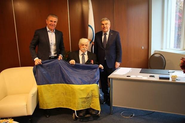 Бубка и Бах поздравили автора и исполнителя социального проекта кругосветного олимпийской путешествия / noc-ukr.org