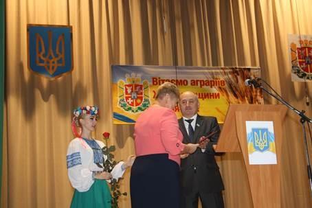 Після привітання Ширма вручив нагороди кращим працівникам галузі / oda.zt.gov.ua