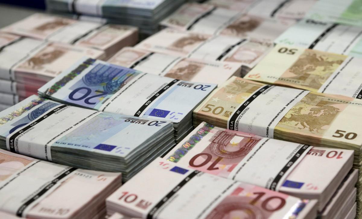 Зеленський схвалив ратифікацію Меморандуму про 1,2 млрд євро коронакредиту від ЄС / REUTERS