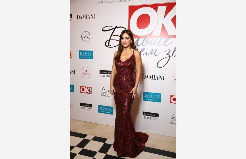 Эстрадная певица Ани Лорак сразила фанатов ослепительным платьем
