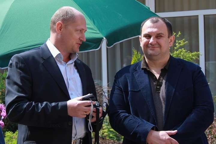 Journalist Pavlo Sharoiko (left) / Photo from glavcom.ua