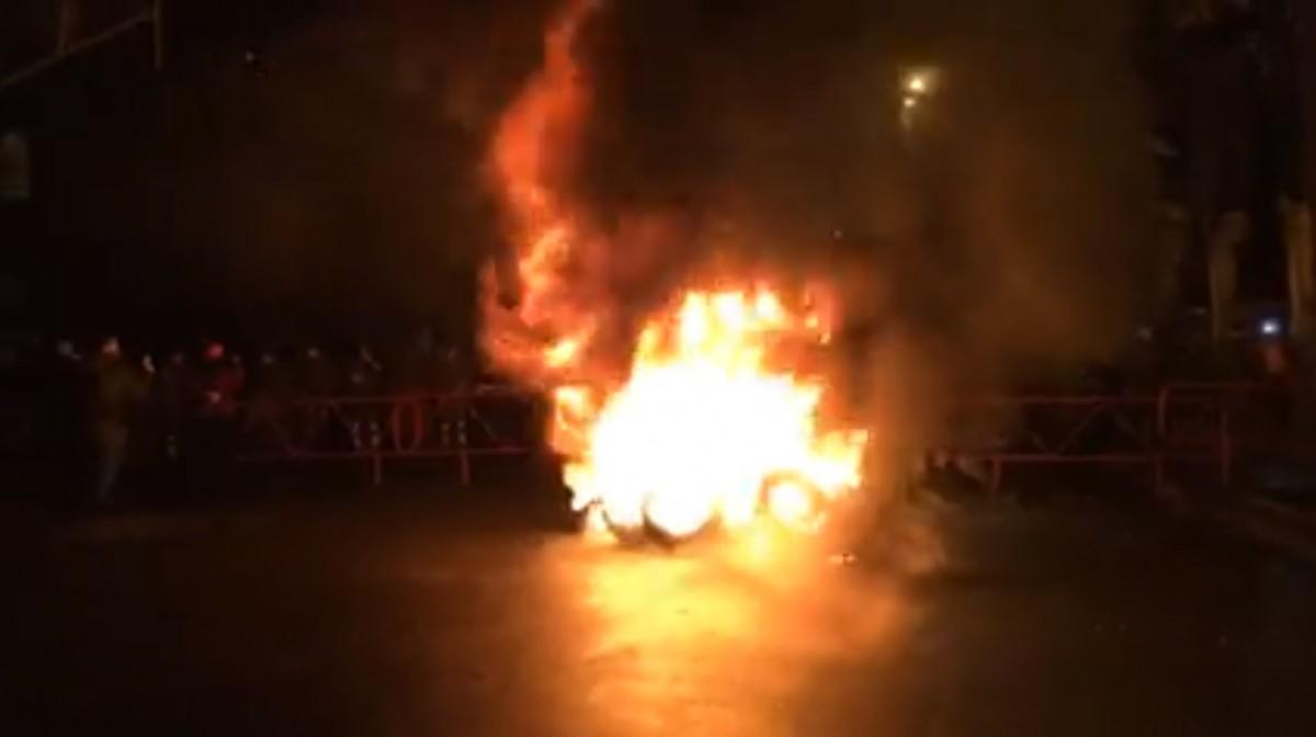 Активісти палили шини / скріншот