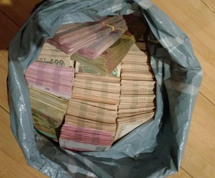 Один з голів сільської ради уклав 5 договорів про закупівлю товарно-матеріальних цінностей на загальну суму понад 70 тис. грн / фото прес-центр СБУ