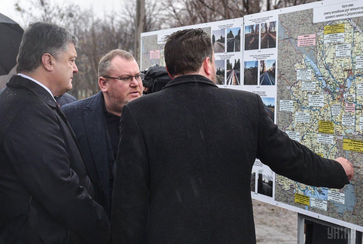 Порошенко проинспектировал ремонт дороги в Днепропетровской области / фото УНИАН