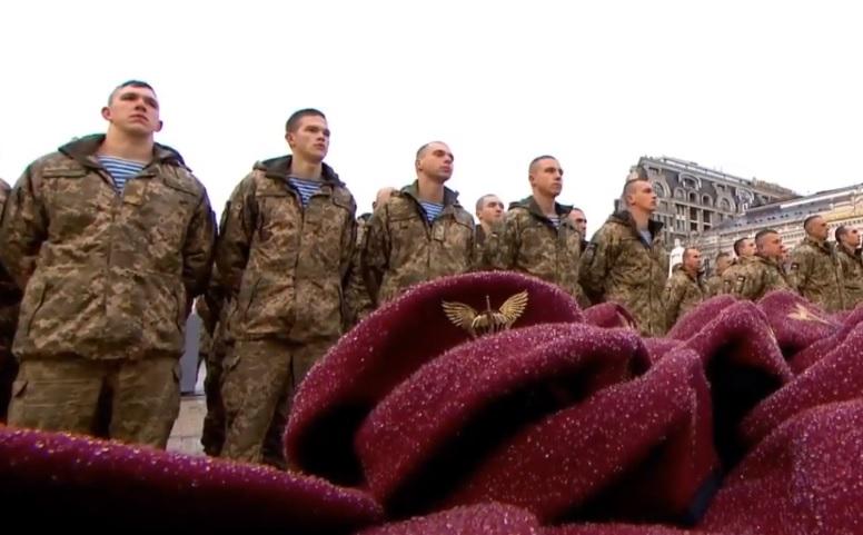 Президент розповів про про подвиги українських десантників / скріншот