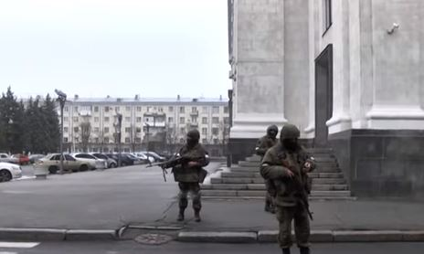 Разборки Захарченко иПлотницкого: вЛуганске окружили «МВД»