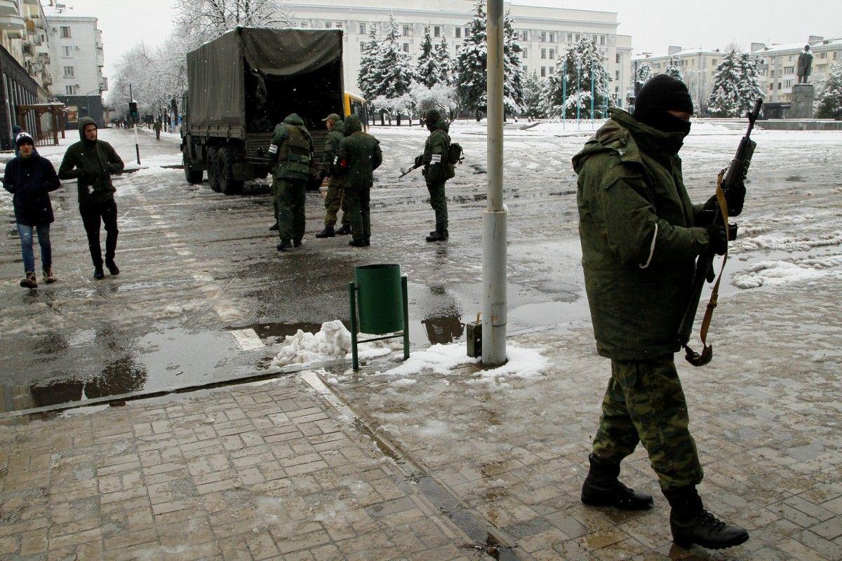 Боевики в Луганске / REUTERS
