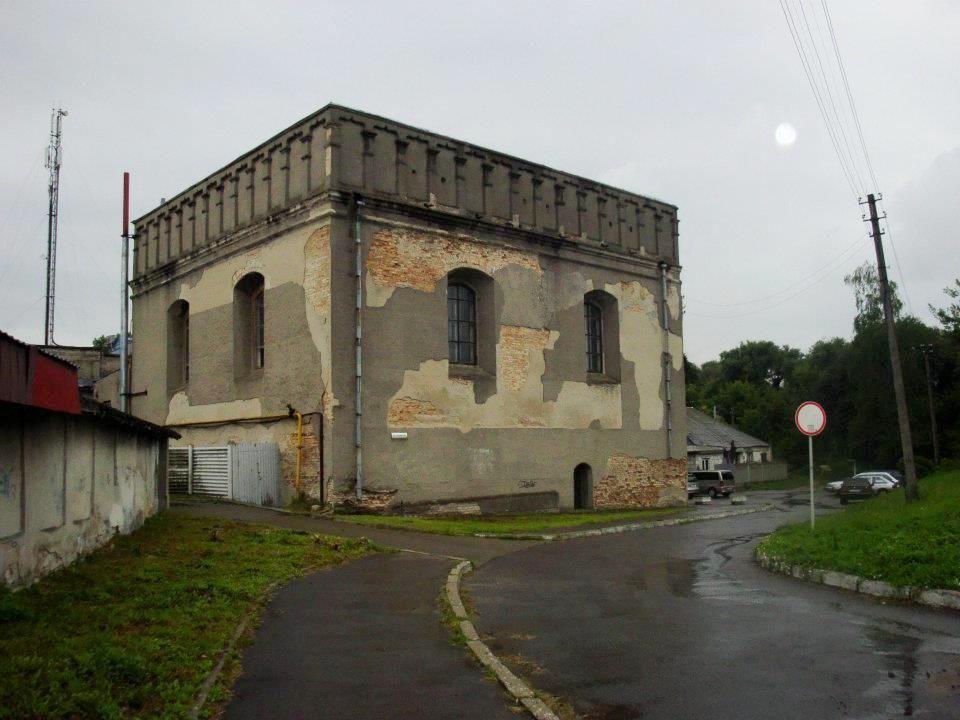 Луцька синагога, розташована на вулиці Данила Галицького / ukrainaincognita.com