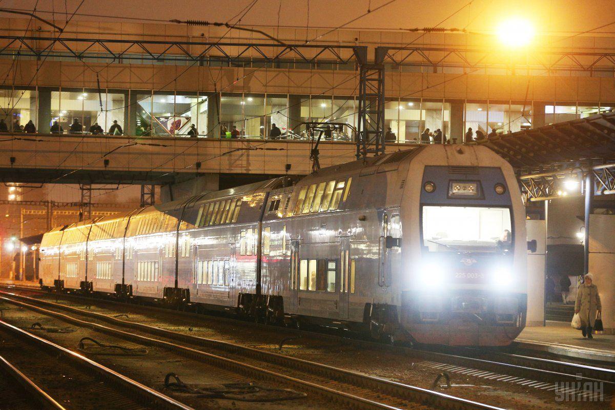 УЗ снимет 10 маршрутов следования поездов по Украине / фото УНИАН