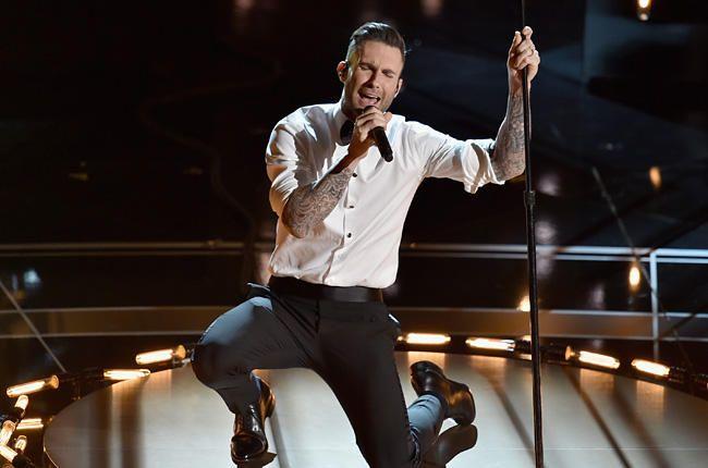 Переодетый солист Maroon 5 спел внью-йоркском метро