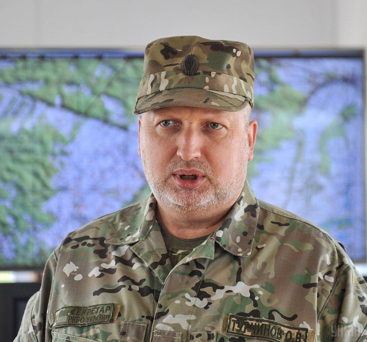 По словам Турчинова, оккупанты наращивают военное присутствие в Крыму / УНИАН