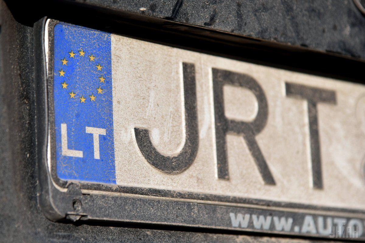 ГФС растаможила около 2,8 тыс. авто на еврономерах / фото УНИАН