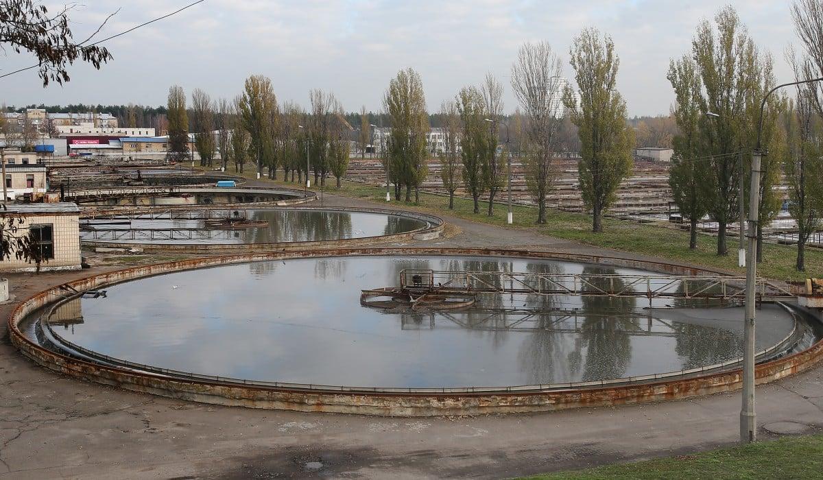 Вода попадает в каскад отстойников / фото УНИАН