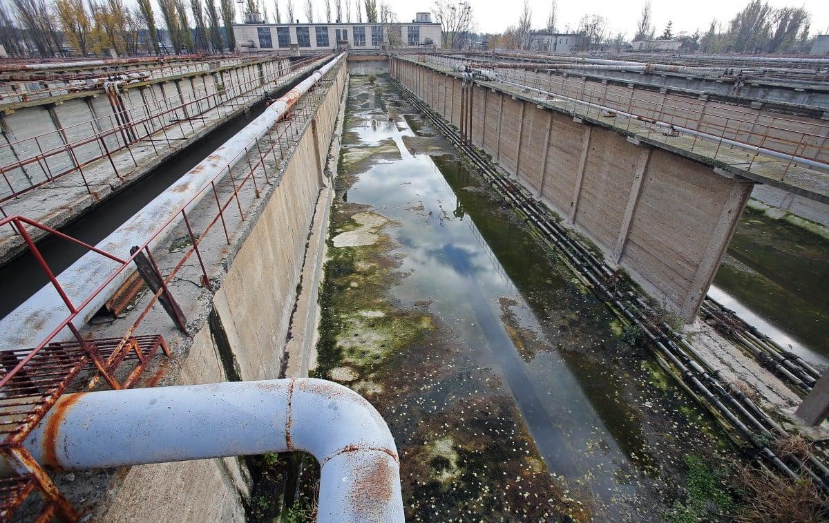 Расход воды падает, а загрязнение растет / фото УНИАН