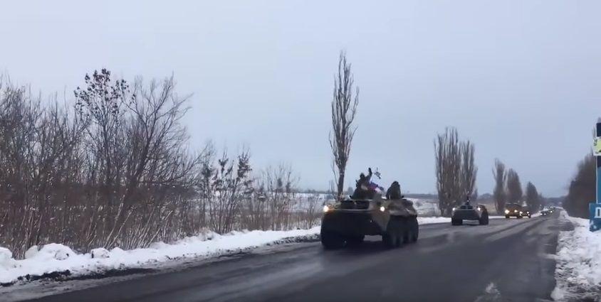 Колонна военной техники едет из Луганска / Скриншот