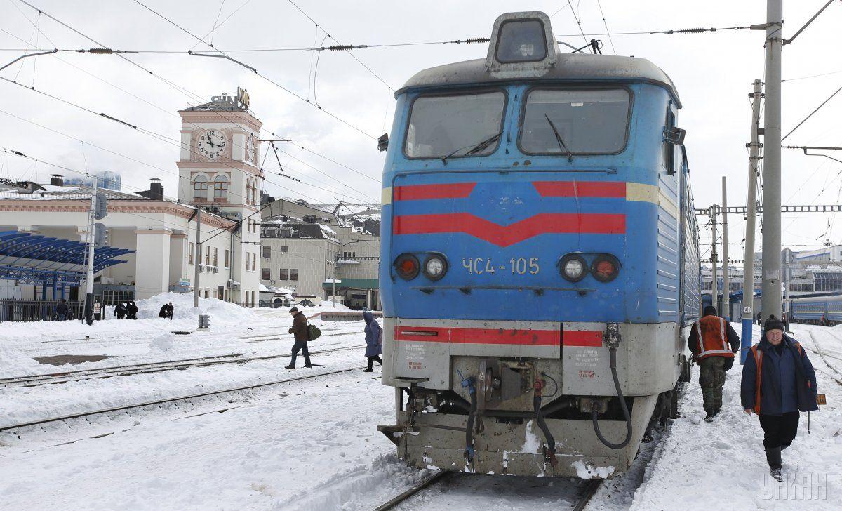 Снігопад не вплинув на графік руху поїздів в Україні / фото УНІАН