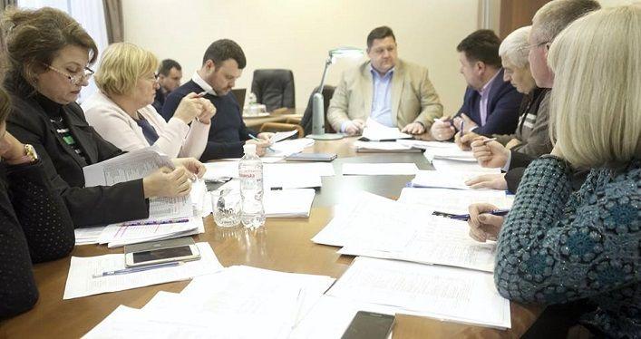 Руководители подразделений ОГА докладывают относительно бюджета на 2018 год / фото oda.zt.gov.ua