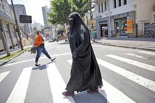 Власти венгерского города запретили мусульманскую одежду, закрывающую лицо / islam-today.ru