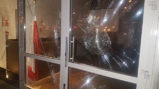 В Варшаве неизвестные повредили двери и окна мусульманского центра / rmf24.pl