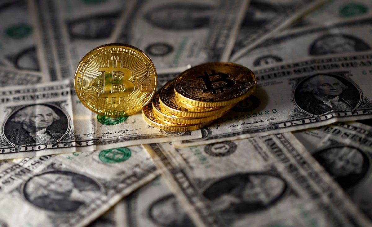 Курс биткоина рухнул заночь до14 тыс. долларов