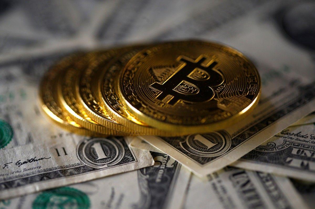 Капитализация биткоина приблизилась к триллиону долларов / REUTERS