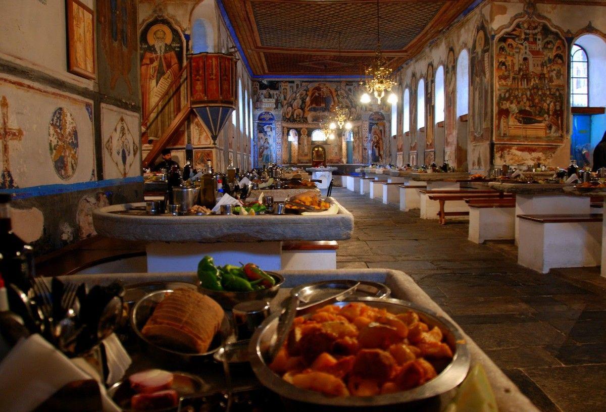 Трапезная Ватопедского монастыря / фото athos-ukraine.com